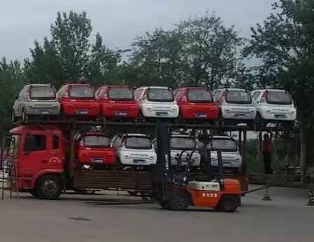 跃迪电动汽车批量发车四川 向理想出发高清图片